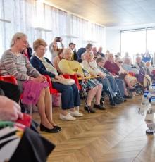 20 avril 2015 - Première en France : un robot « coach pour seniors » à Issy
